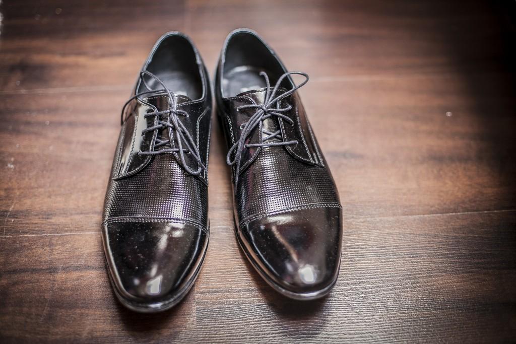 eleganckie czarne buty garnituru